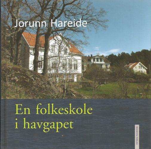 En folkeskole i havgapet. Historien om skolen på Sandøya 1773-2015